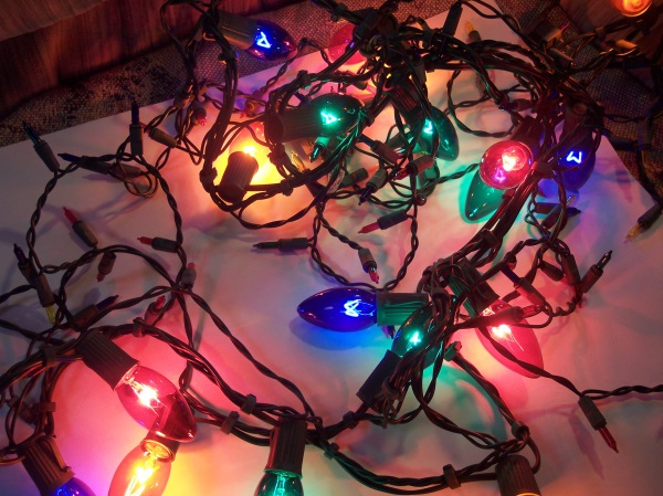 Learn about safe holiday light use this winter with personal and homeowners from Andrew Gordon inc insurance norwell ma