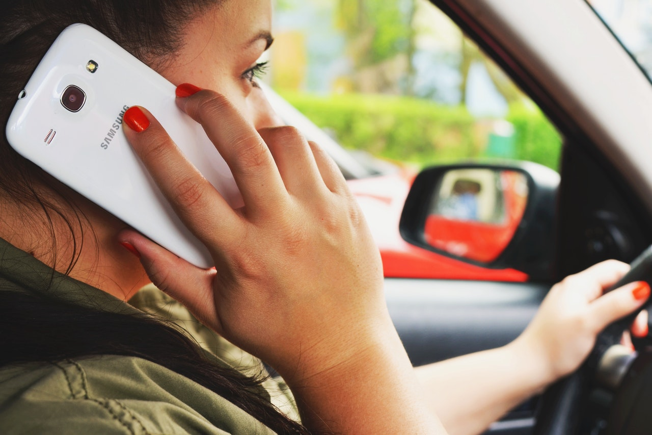 person-woman-smartphone-car-3056