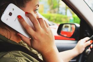 person-woman-smartphone-car-3056